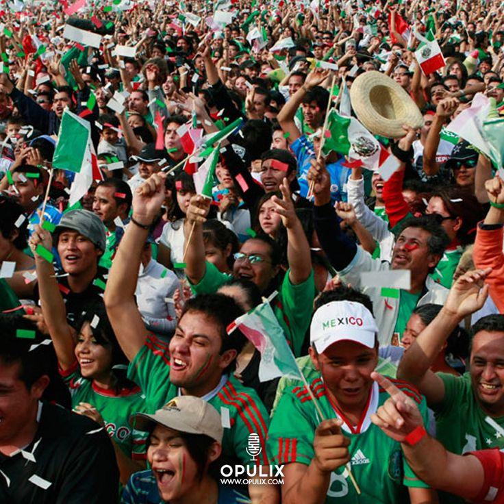 Contagiada por el espíritu de las Olimpiadas en Río, y justo hoy, cuando la selección mexicana de futbol se enfrenta contra Corea del Sur, me parece oportuno hablar de cómo este deporte apasiona a los mexicanos de ambos lados de la frontera.