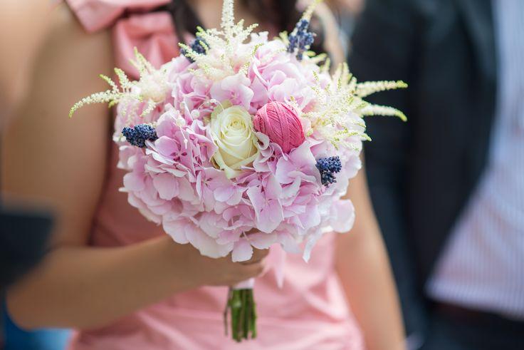 soft pink wedding bouqet - buchet hortensie roz (www.maya-flowers.blogspot.ro)