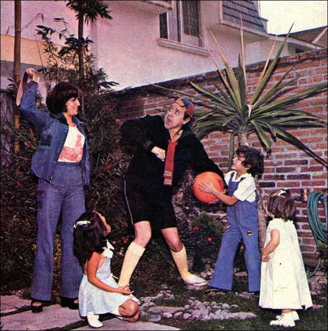 Carlos Villagran, o Kiko, com sua ex-esposa e filhos