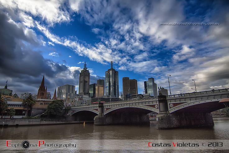 Melbourne CBD Yarra River Queensbridge
