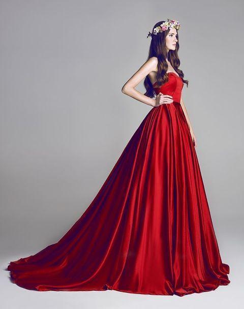 23 Preciosos Vestidos de Novia de color Rojo - Bodas