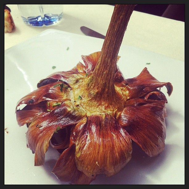 Carciofi alla giudia nelle osterie romane - #italianfood #roma #cucinaromana #carciofi #artichokes #lunch #foodporn #instafood