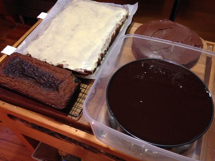 Candy bar cake, butter cake with choc icing, coconut and blueberry loaf , and banana cake with brown butter icing