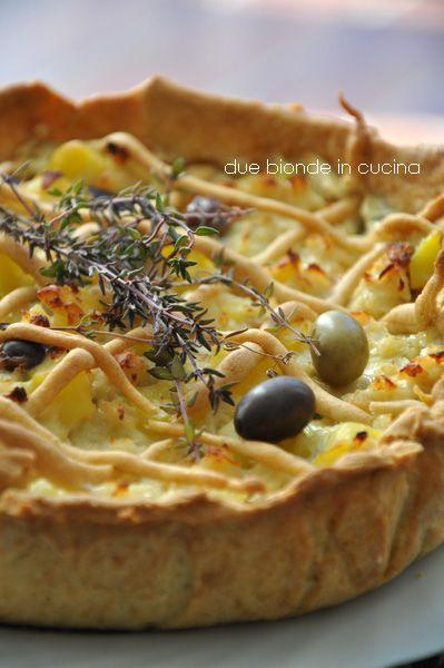 Due+bionde+in+cucina:+Torta+salata+con+merluzzo,+patate+e+olive