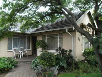 An absolute must see. 24 Hour alarm. Nested in the heart of Brackenhurst, close to schools, shopping centers and all major roads.  This 3 bedroom 2 bathroom home has so much to offer. With 3 spacious living areas and a built in bar, family get togethers will never be the same again. Looking for a big kitchen? Look no more!!!  We have found the perfect one for you. The sunny kitchen leads out to the back yard where you over look a sparkling fenced off swimming pool, big yard for the little…