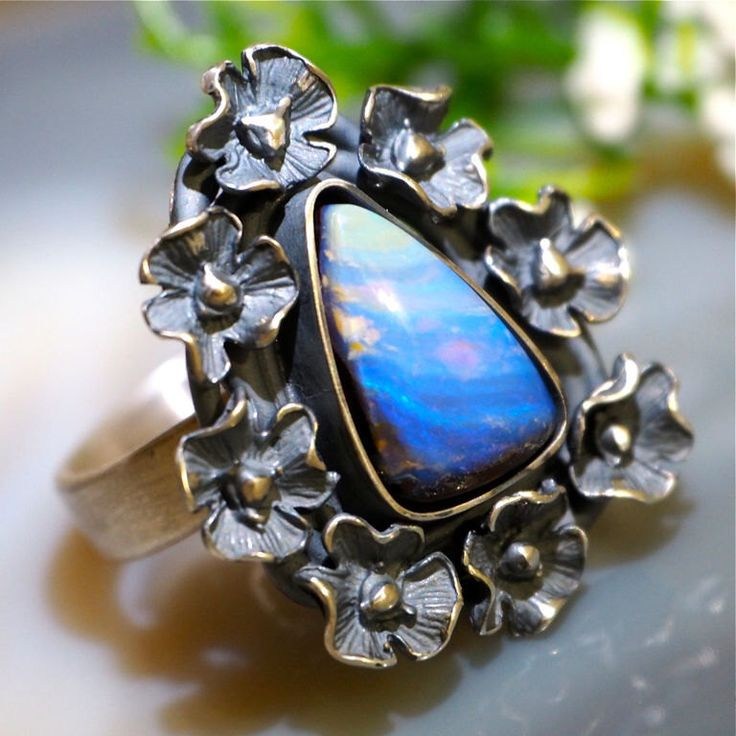 Ópalo australiano Boulder anillo plata de Izovella en Etsy https://www.etsy.com/es/listing/495718212/opalo-australiano-boulder-anillo-plata