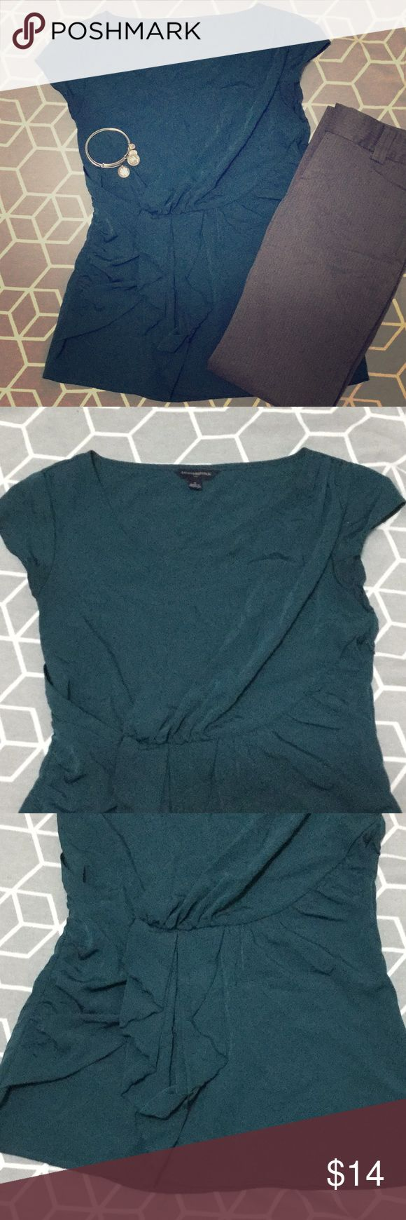 Banana Republic Blouse Deep green Banana Republic Blouse ❣️Gray Banana Republic Pants Also Available❣️Bundle & Save!  Hidden zipper on right side Cap sleeves Gathering across chest and over belly  Measurements (laid flat): Bust: 35 inches  Length: 25 inches   100% Polyester Banana Republic Tops Blouses