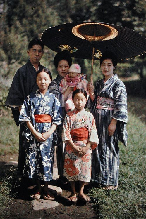 Albert Kahn - Archives of the Planet - The world of the early twentieth century in color - Japan  Roger Dumas for Albert Kahn  Catholic Japanese Imafuku family - They celebrate the third month of the baby in Matsumoto 松本 in Nagano prefecture 長野県 - Autochrome - 1926