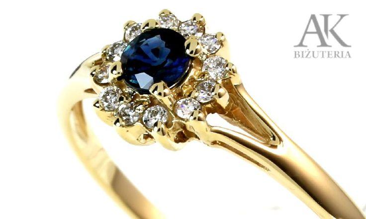 Pierścionek zaręczynowy z szafirem i brylantami SZ67 Obrączki ślubne i pierścionki zaręczynowe - AK-Biżuteria