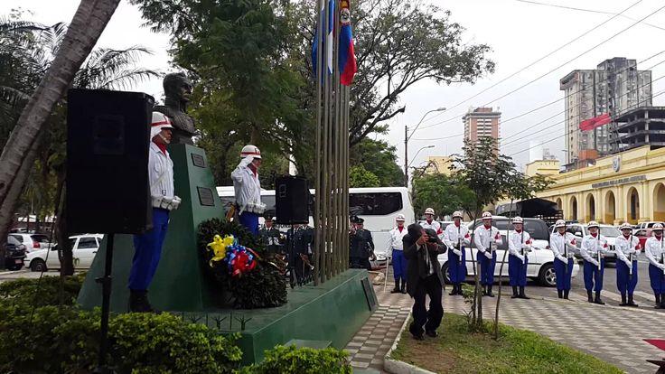 Ofrenda de Corona de Laureles a nuestro libertador Simón Bolívar.