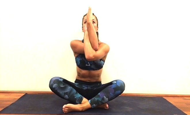 Yoga for dummies, upper stretching. #Fitgirlcode #yoga #zen