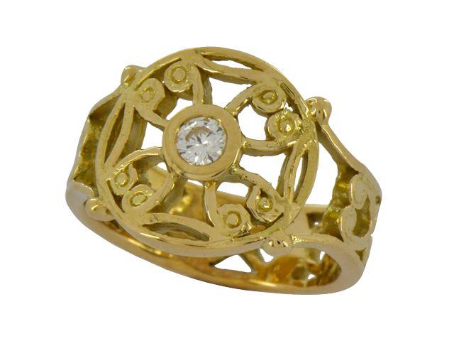 Bague templière en or jaune et diamant. Collection antique de Luc Taillandier  http://www.luc-t.com