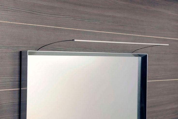 Lineární LED svítidlo TREX je určené k montáži nad zrcadlo. Napájecí napětí 12V je ke svítidlu efektně přivedeno přes nerezové držáky svítidla. Ukotvení držáků a připojení napájecího kabelu se schová za rámem zrcadla. Tělo svítidla je vyrobené z tenkého eloxovaného hliníku o rozměru 15,2x6mm.