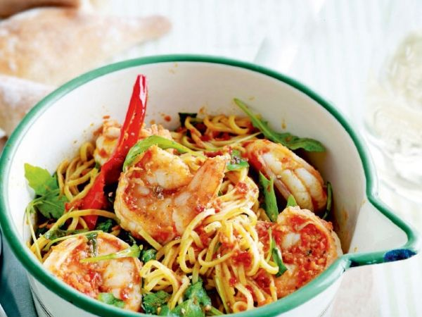 Capellini met tomatensaus scampi en rucola