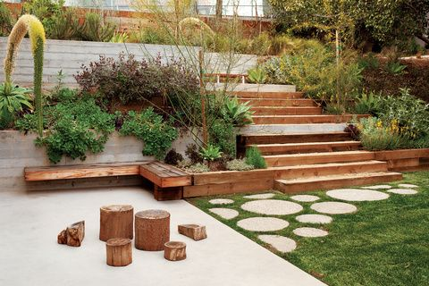 Modern outdoor garden with redwood panelled fence - love the contrast with the straight lines & the circles.