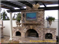 outdoor tv? heck yeahOutdoor Tv, Outdoor Livin, Outdoor Patios, Outdoor Kitchens, Inspiration Hom Outdoor, Outdoorkitchensbydesign Com, Outdoor Spaces, Outdoor Fireplaces Tv, Outdoor Fireplace Tv