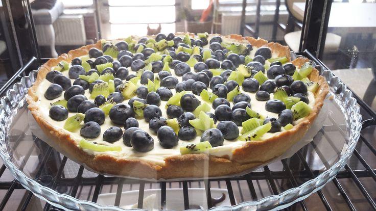 Blackberry and kiwi tart
