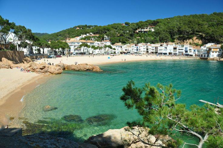 Preciosa playa de #Tamariu, en la #CostaBrava http://www.viajarabarcelona.org/ciudades-cercanas/costa-brava/ #turismo #Catalunya