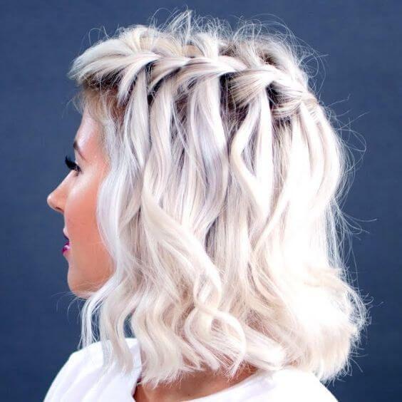 Eingängige umsponnene Frisur-Ideen für die Mädchen, die kurzes Haar haben