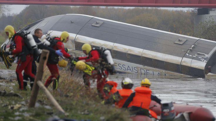 Un tren de alta velocidad ha descarrilado y se ha incendiado en Eckwersheim, cerca de la ciudad francesa de Estrasburgo.       https://actualidad.rt.com/ultima_hora/191450-descarrilar-tren-alta-velocidad-estrasburgo
