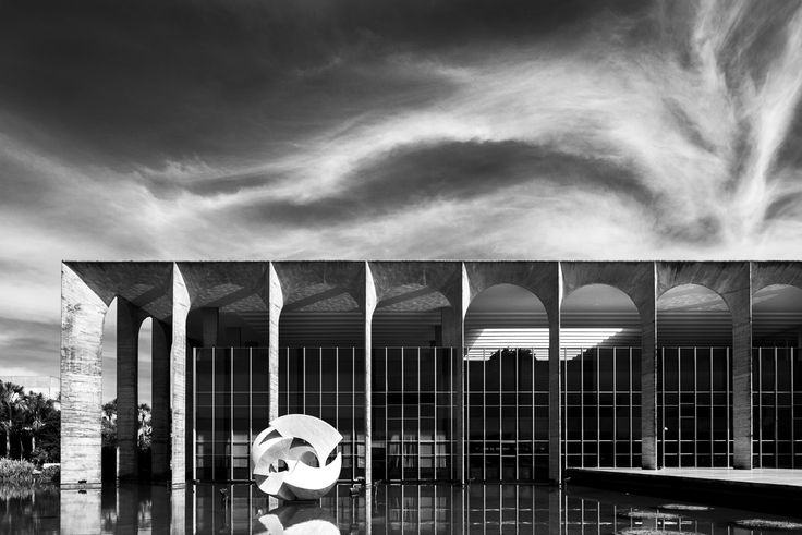 Oscar Niemeyer Through the Lens of Haruo Mikami,Itamaraty. Image © Haruo Mikami
