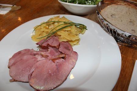 """Das badische Gericht mit Rezept zum Nachkochen stammt vom Gasthaus """"Jägerstüble"""" in Oberharmersbach in der Ferienregion Brandenkopf im Schwarzwald."""