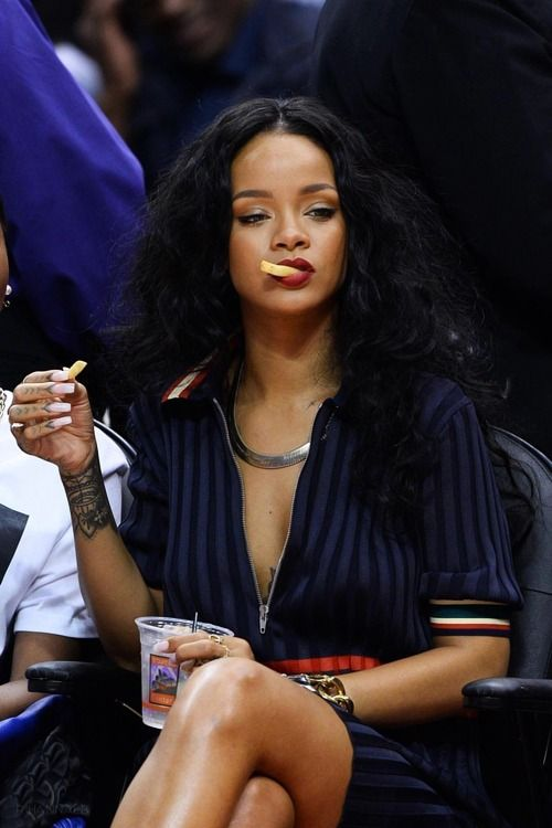 Who can make eating junk food look this good? No one but Rihanna