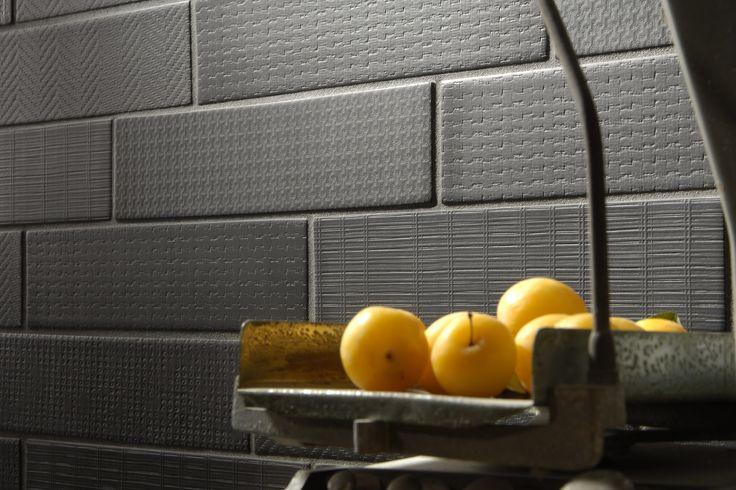 Tonalite collezione Geomat forma Slab 7,5x30, flat o in 5 textures e 7 colori. porcellanato estruso tutta massa. tiles piastrelle shape pattern design arredamento azulejos carreaux rivestimento walltiles pavimento floortiles madeinitalywithpassion ceramicsofitaly italianstyle
