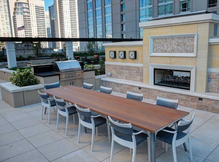 Outdoor Kitchen Bar And Grilling Stations At Amli River