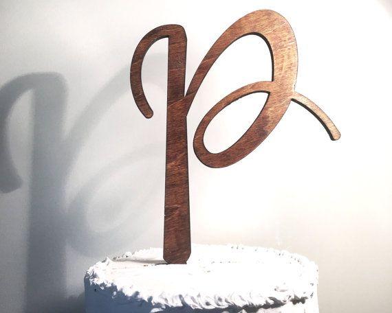 Houten bruidstaart Topper: Letter P Monogram taart Topper, rustieke taart Topper, handgemaakte taart Topper