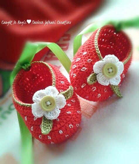 Strawberry baby ballerinas .. size 3~6 months ♥♥