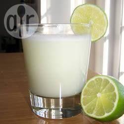 Braziliaanse limonade @ allrecipes.nl evt gecondenseerde melk vervangen door in water opgeloste rietsuiker