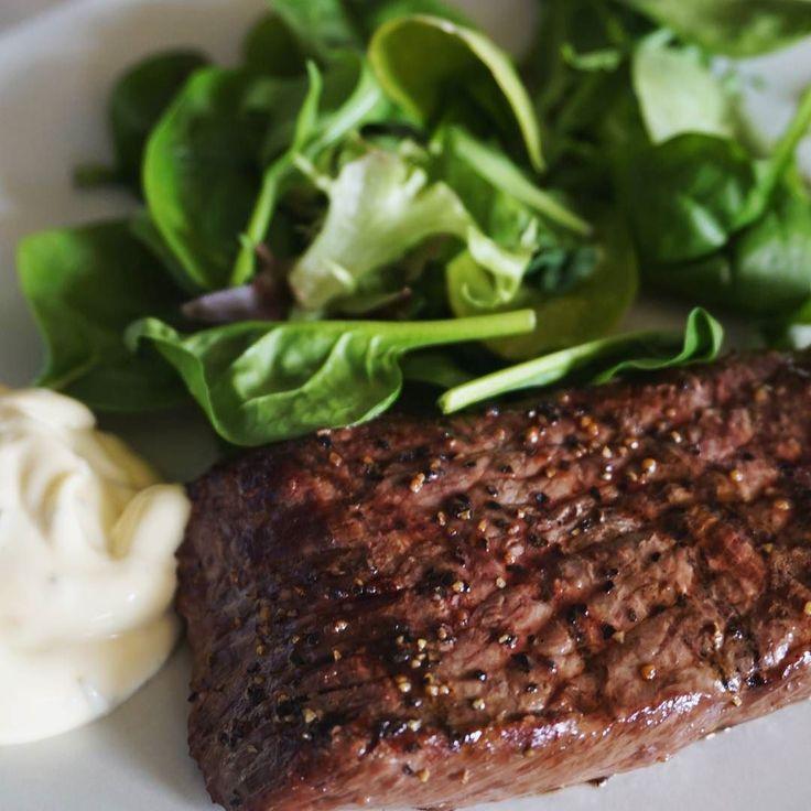 A nice piece of meat served with salad.   #lchf #lowcarb #lowcarbhighfat #highfat #lågkolhydratkost #lc #lavkarbo #glutenfree #sugarfree #nevergiveup #fitness #lchftjejer #minresaräknas #keto #ketosis #diabetes #öppendiabetes #healthy #food #weightloss #instafood #foodporn #yummy #glutenfri #sockerfri by lchf_soff
