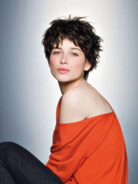 Cheveux courts : modèle de coiffure court destructuré