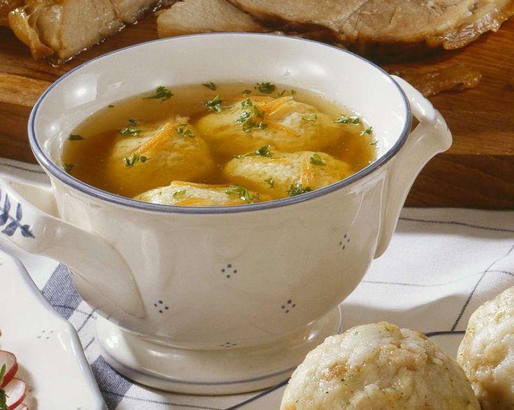 Suppe mit Grießnockerl   Zeit: 15 Min.   http://eatsmarter.de/rezepte/suppe-mit-griessnockerl