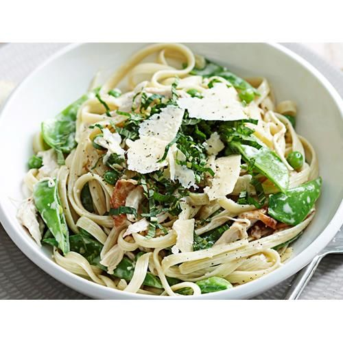 Chicken, pea and mint fettuccine recipe - By Woman's Day, On the table in under 30 minutes, this simple but hearty chicken pasta dish is set to become a regular family favourite.