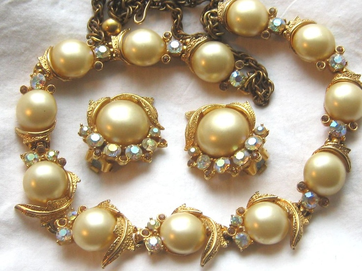 Lovely vintage signed ART rhinestone and imitation pearl earrings choker necklace