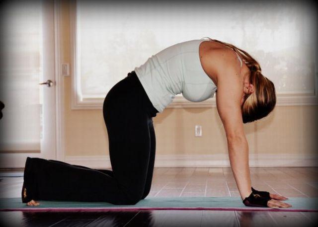 10 jóga gyakorlat a fejfájás ellen