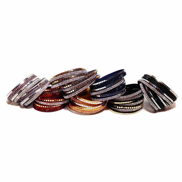 Bracelet Glamour Rebel - CrazyDiams. Un bracelet très tendance qui apporte un côté Rock'n Roll, mélange de strass et de clous carrés, argentés ou dorés. Sept coloris.