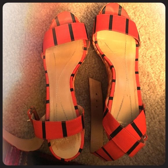 Kate Spade raffia red navy striped wedges shoes Preloved Kate Spade raffia red with navy stripe wedges in size 6. Very cute and comfortable. There's some wear and it's shown in the photos. I'm a 6/6.5 and they fit great as shown! kate spade Shoes Wedges