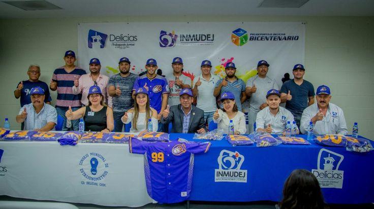 """""""Entrega de uniformes a equipo de softbol que representara a Chihuahua en nacional"""""""