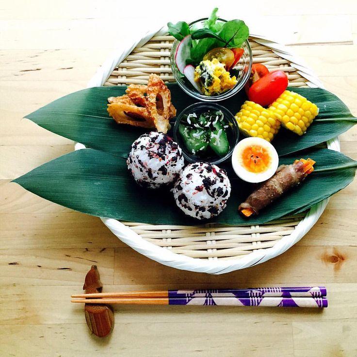 いいね!207件、コメント18件 ― fumikoさん(@fummmmi012)のInstagramアカウント: 「おはようございます 朝食〈しそわかめおにぎり、わかめときゅうりの酢の物、ゆで卵、人参の豚肉巻き、茹でとうもろこし、ちくわの甘辛焼き、サラダ〉 #朝食#breakfast #ワンプレート…」