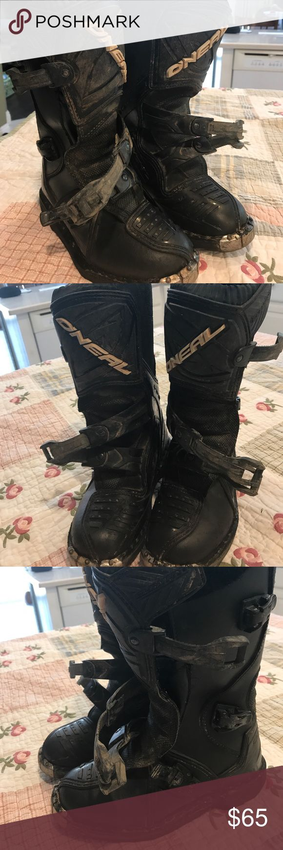 O'Neil dirt bike boots size 3 Has few used with dirt or mad around it that I tried to cleared most of it but still needs some more work but otherwise no hole no tear noted just scratches and little rust on the toe tip metal part. oneil Shoes Boots