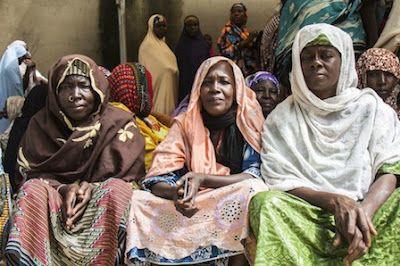 Las mil viudas de Maiduguri. Un programa de alimentación y microcrédicos mejora la vida de las mujeres nigerianas que han perdido a sus maridos en el conflicto entre Boko Haram y el ejército del país. Jesús A. Serrano (CICR) · Planeta Futuro | El País, 2015-10-16 http://elpais.com/elpais/2015/10/13/planeta_futuro/1444751937_219958.html
