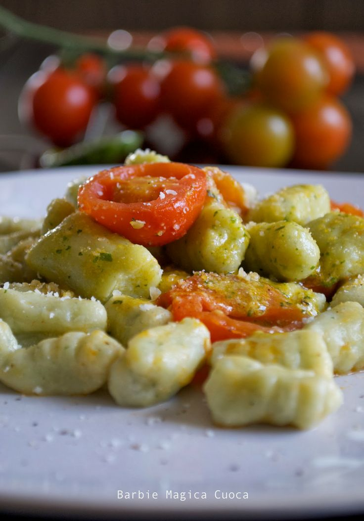 Oggi su barbiemagicacuoca la ricetta degli gnocchi di ricotta e pesto al pomodorino fresco! http://barbiemagicacuocagr.blogspot.com/2014/03/gnocchi-di-ricotta-e-pesto-al.html