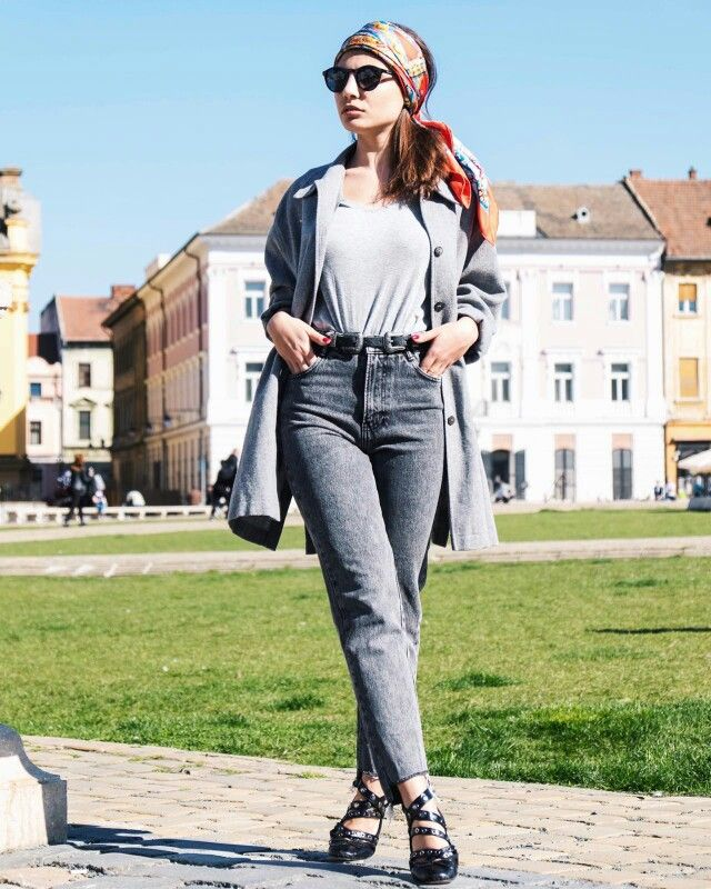 Grey outfit / monochrome / street style / casual outfit / hermes scarf