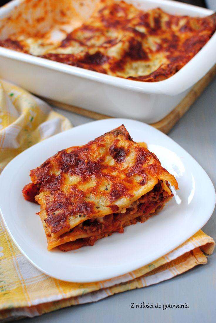 Lazania z mięsem mielonym, sosem pomidorowym i beszamelem | Z miłości do gotowania