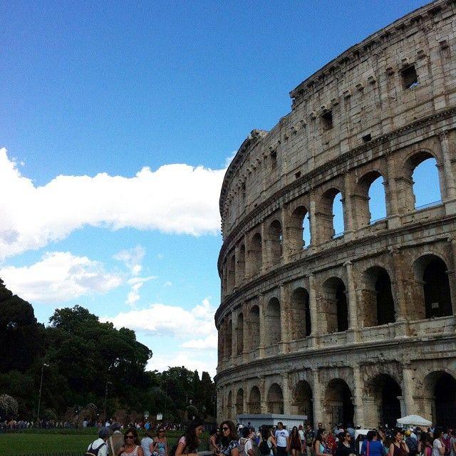 Colosseo. Roma  #romanelcuore#roma#colosseo#anfiteatroflavio#anticaroma#igersroma#igerslazio#igersitalia#familyintour#travel#instatravel#instamood#sunday#summer#picoftheday#mylife#italianplace#postidelcuore#lovesroma