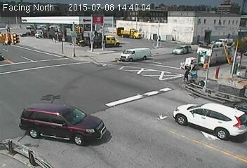 Webcam Rue 207 @ 9e Avenue - Caméra de circulation montrant la Rue 207 et la...