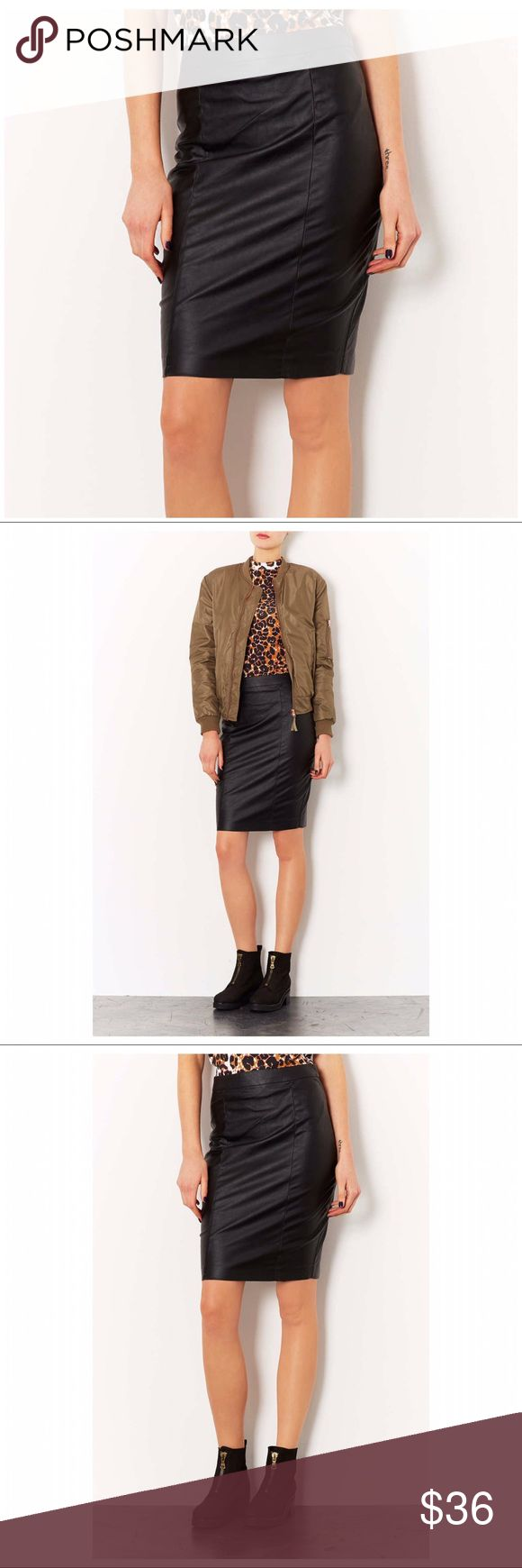TOPSHOP FAUX LEATHER PENCIL SKIRT TOPSHOP SOFT FAUX LEATHER PENCIL SKIRT ~ Office to Date Night in this stunning skirt ~ #0898 🚫Trades or Holds ✅Use offer option ❤️10% off Bundles Topshop Skirts Pencil